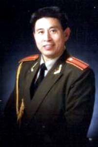 会会员,解放军总政歌舞团一级演员.-文化频道 2004 送书下乡